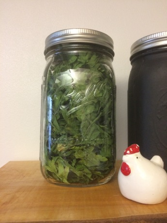 Storing parsley in a mason jar